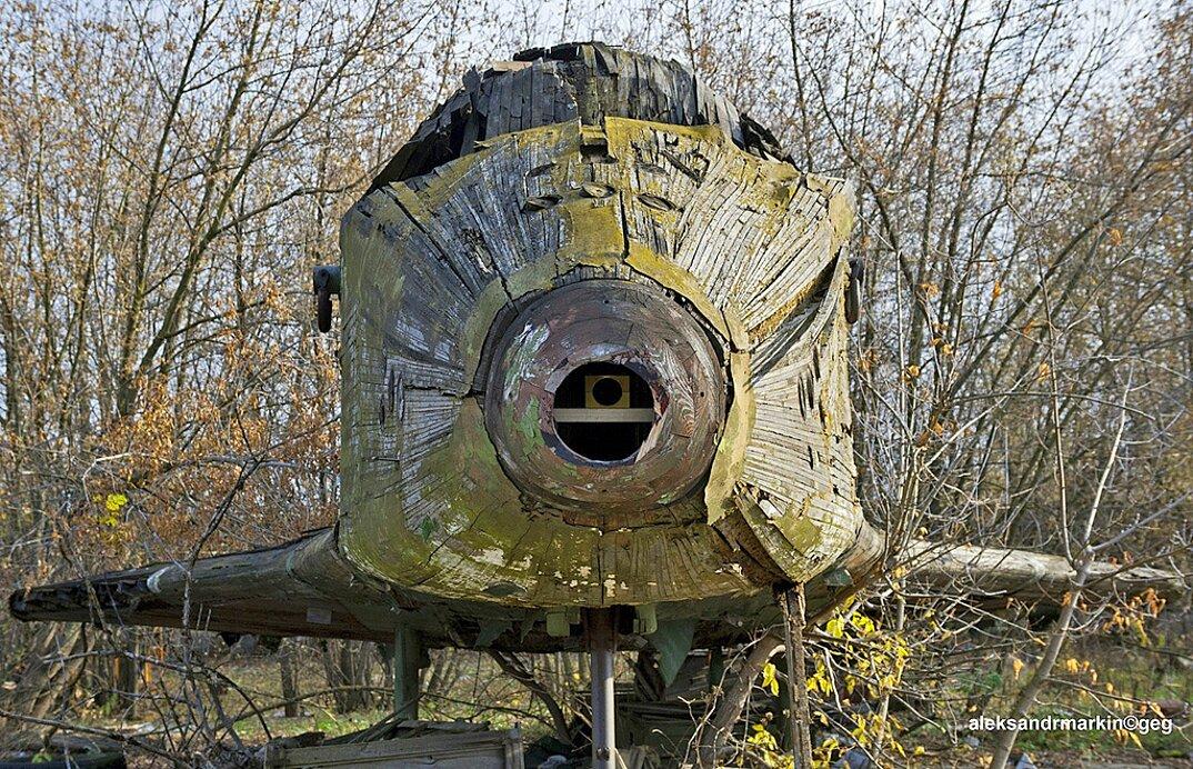 navetta-spaziale-sovietica-abbandonata-buran-di-legno-aleksander-markin-4