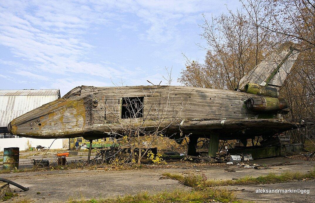 navetta-spaziale-sovietica-abbandonata-buran-di-legno-aleksander-markin-5