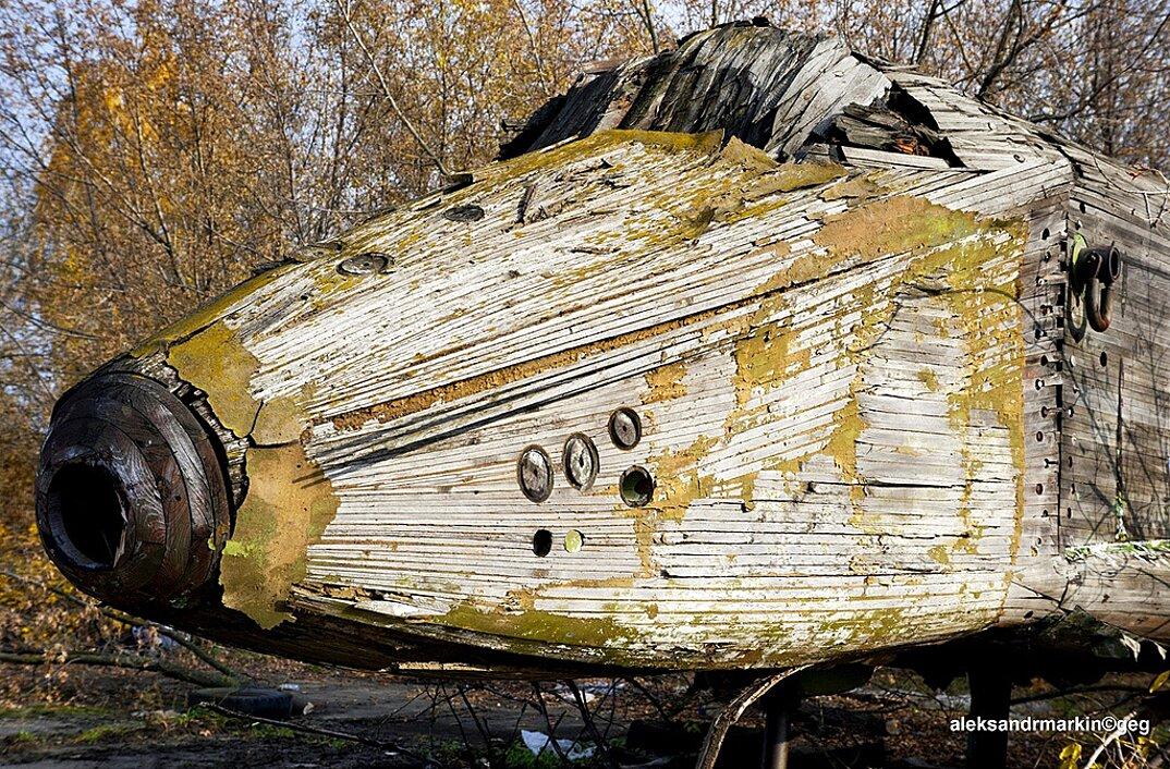 navetta-spaziale-sovietica-abbandonata-buran-di-legno-aleksander-markin-6