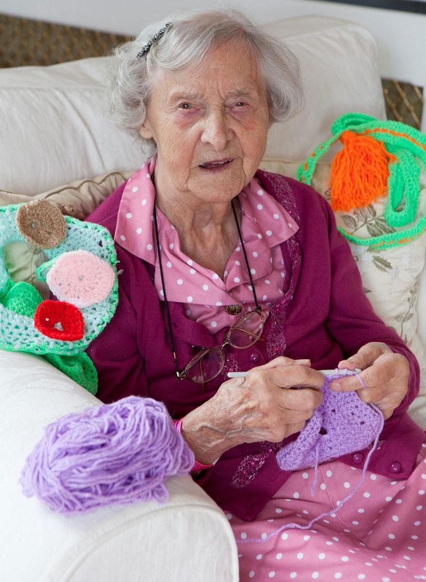 nonna-uncinetto-street-art-scozia-souter-stormers-104-anni-2