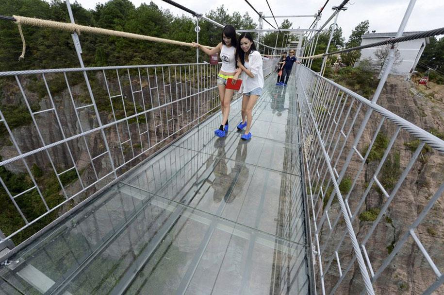 ponte-di-vetro-più-lungo-al-mondo-cina-shiniuzhai-geopark-1