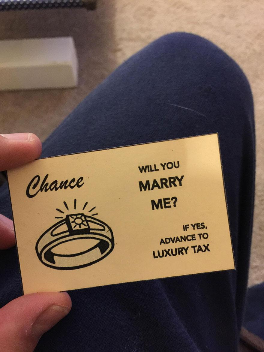 ragazzo-nasconde-anello-proposta-matrimonio-scatola-monopoly-6