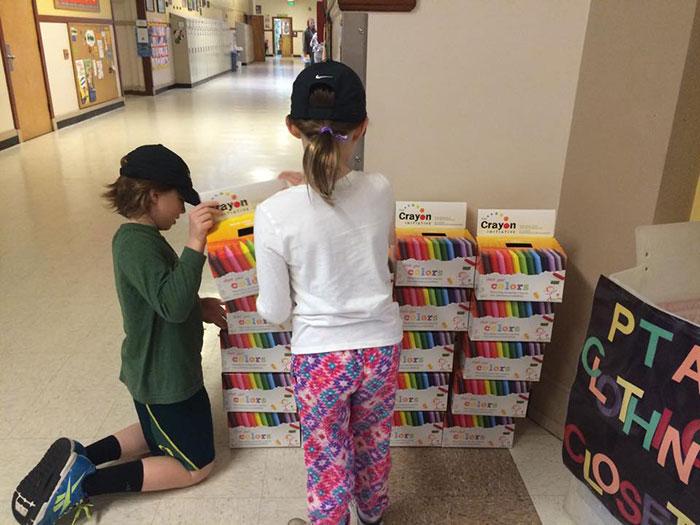 riciclare-pastelli-colori-bambini-ospedali-bryan-ware-10