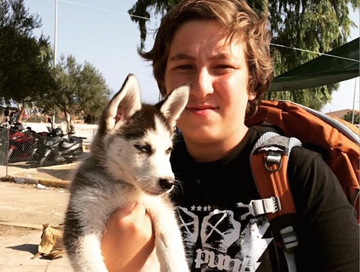 rifugiato-siriano-17-anni-cucciolo-cane-rose-grecia-aslan-5