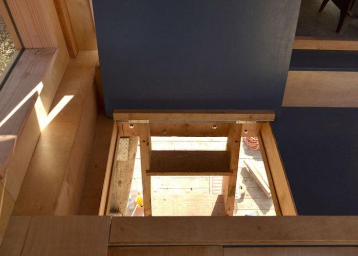 rifugio-creativo-legno-palafitta-bosco-nozomi-nakabayashi-03