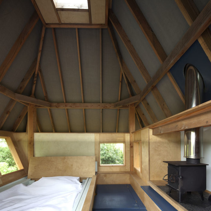 rifugio-creativo-legno-palafitta-bosco-nozomi-nakabayashi-04