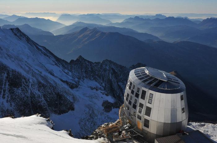 rifugio-futuristico-pareti-acciaio-monte-bianco-refuge-du-gouter-1