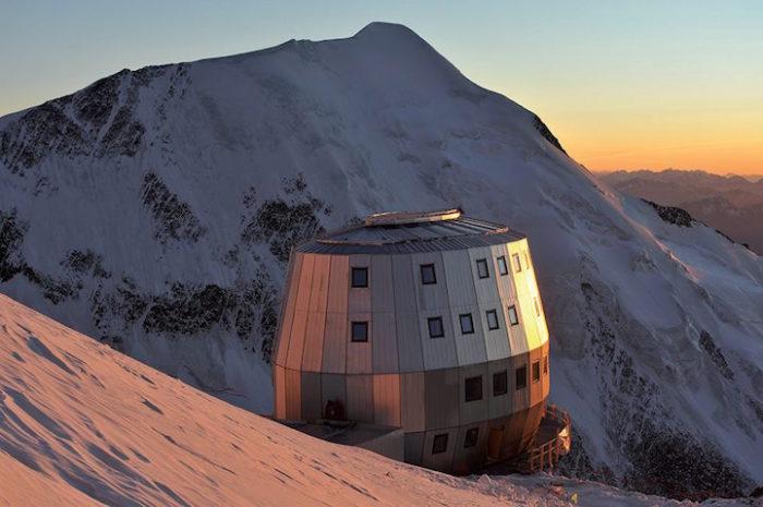 rifugio-futuristico-pareti-acciaio-monte-bianco-refuge-du-gouter-6