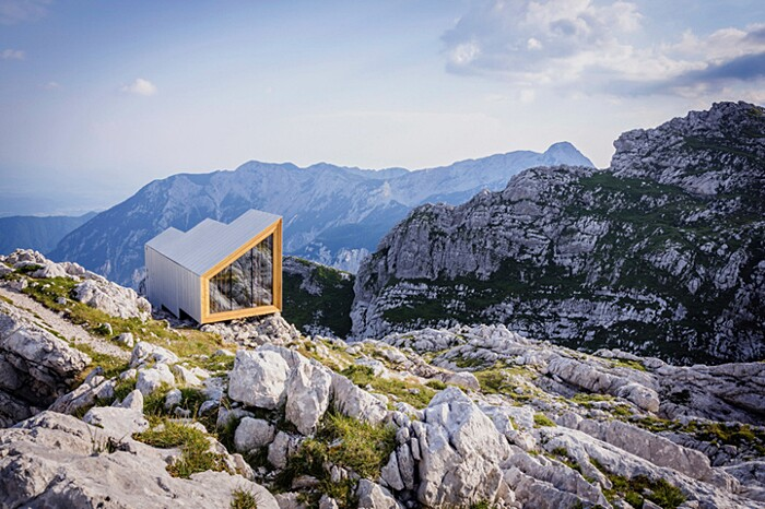 rifugio-monte-skuta-slovenia-architettura-ofis-01-keb