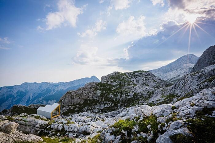 rifugio-monte-skuta-slovenia-architettura-ofis-04-keb