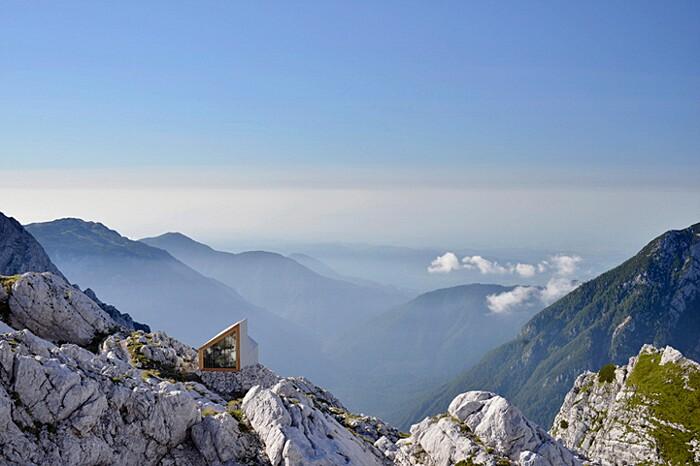 rifugio-monte-skuta-slovenia-architettura-ofis-05-keb