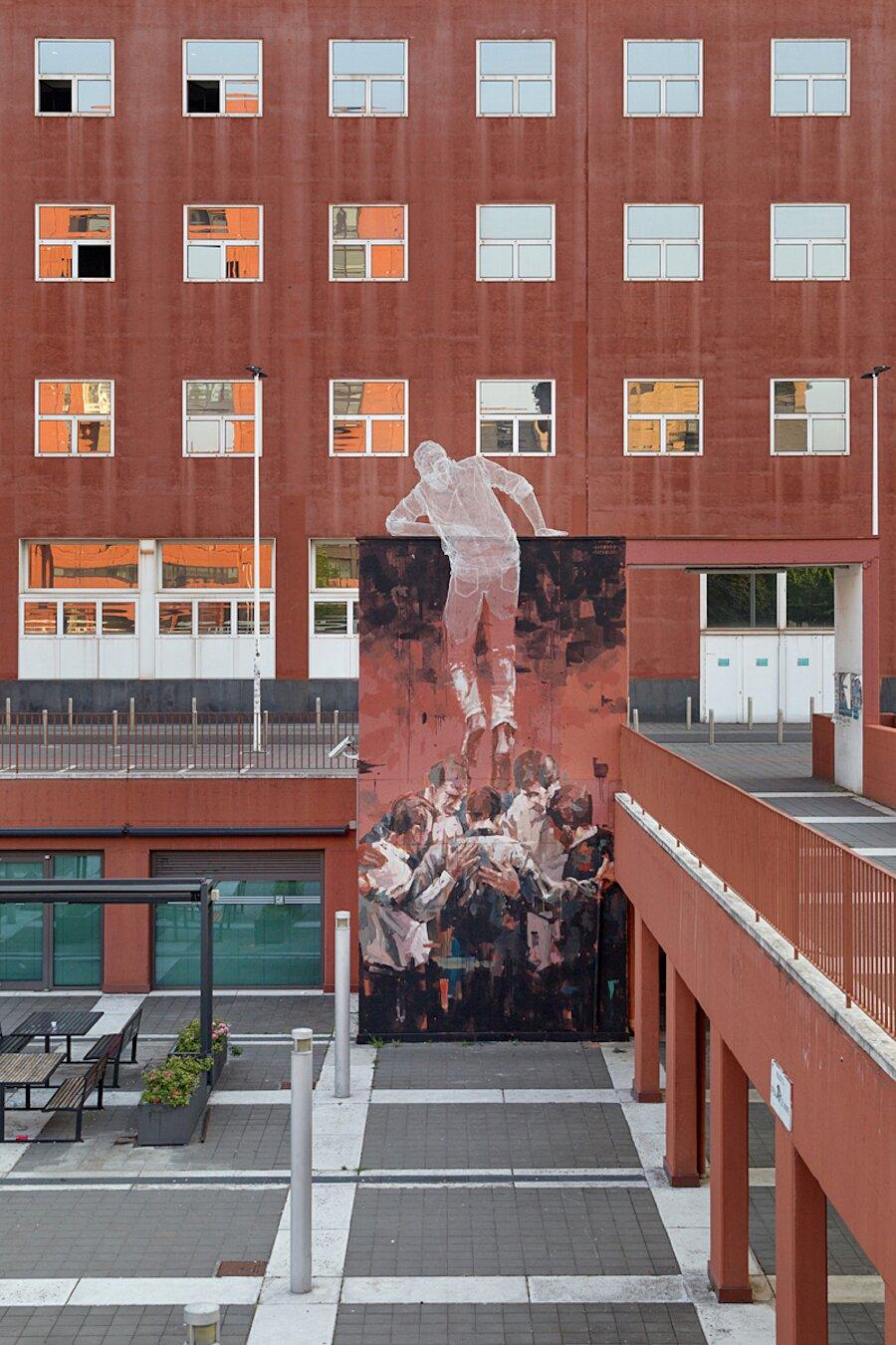 scultura-filo-metallo-street-art-edoardo-tresoldi-gonzalo-borondo-chained-bicocca-milano-4