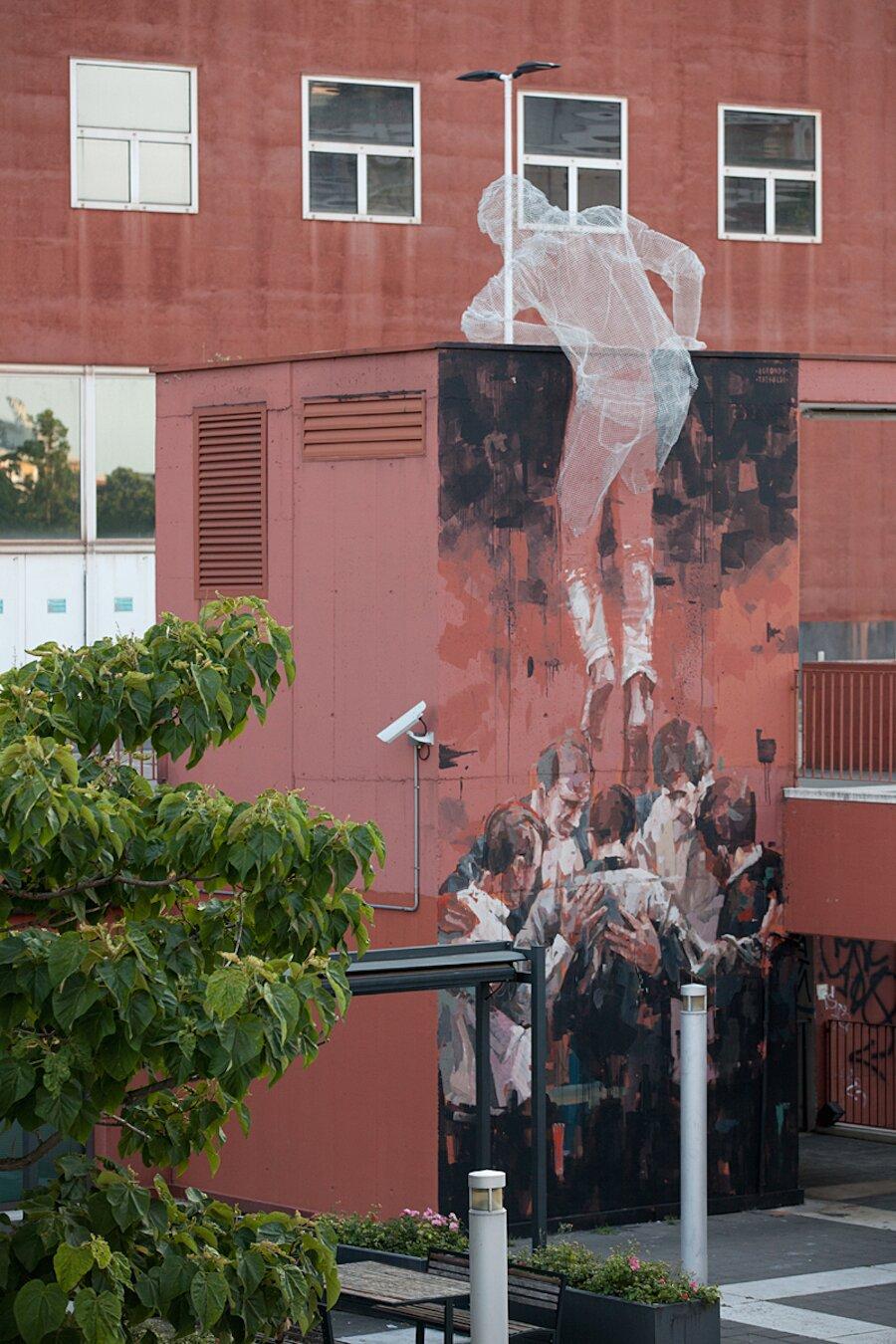 scultura-filo-metallo-street-art-edoardo-tresoldi-gonzalo-borondo-chained-bicocca-milano-5