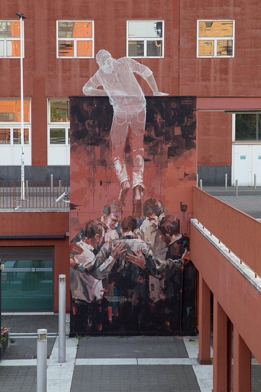 scultura-filo-metallo-street-art-edoardo-tresoldi-gonzalo-borondo-chained-bicocca-milano-7