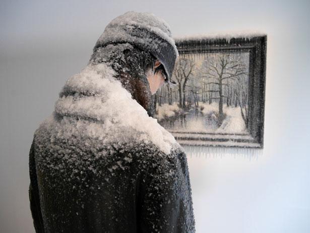 scultura-surreale-ghiaccio-neve-autoritratto-invernale-laurent-pernot-3