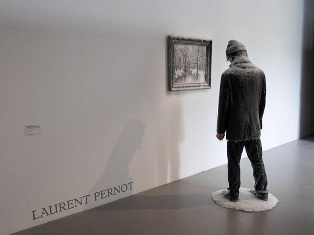 scultura-surreale-ghiaccio-neve-autoritratto-invernale-laurent-pernot-4