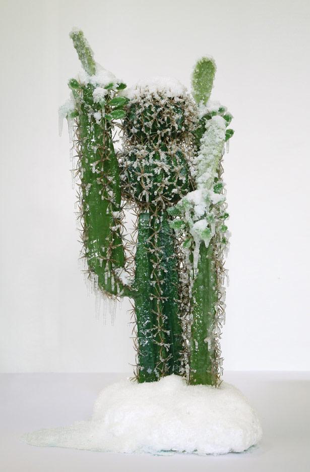 scultura-surreale-ghiaccio-neve-autoritratto-invernale-laurent-pernot-8