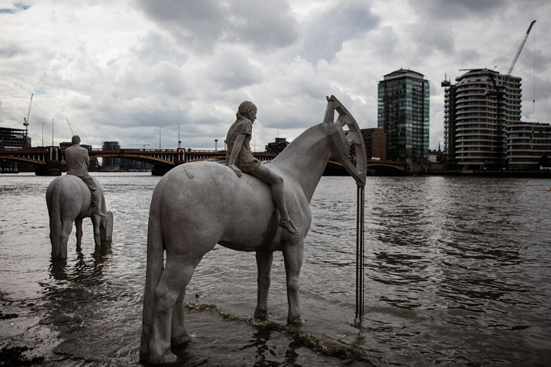 sculture-cavalieri-cavalli-ambiente-industria-inquinamento-jason-decaires-taylor-3