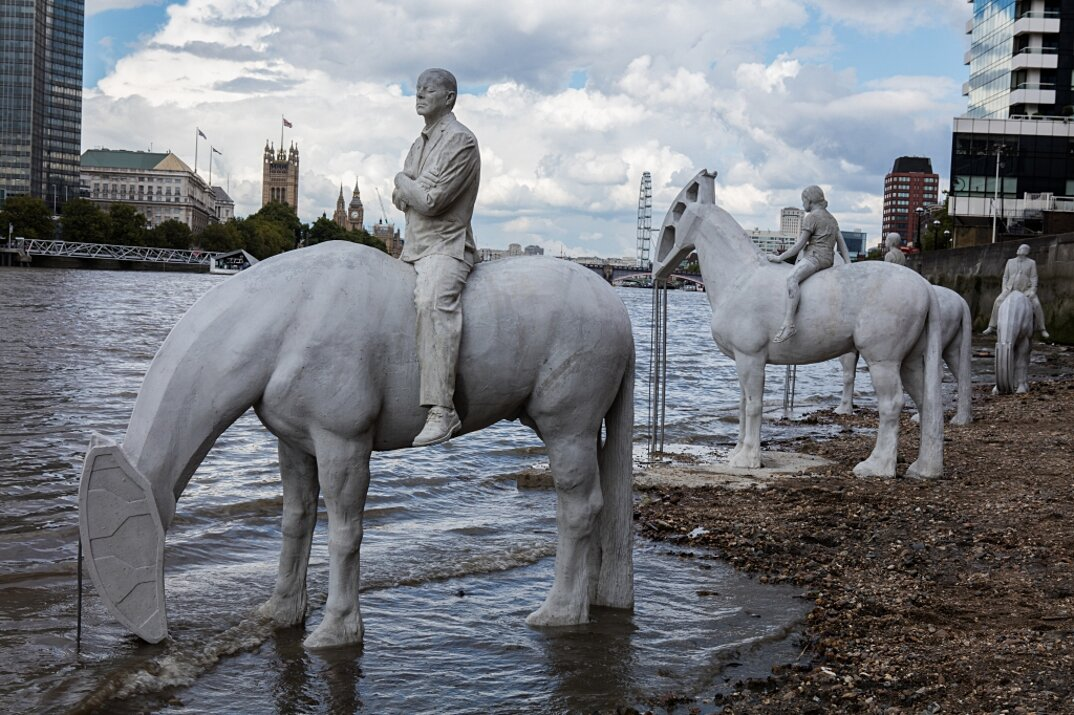 sculture-cavalieri-cavalli-ambiente-industria-inquinamento-jason-decaires-taylor-6