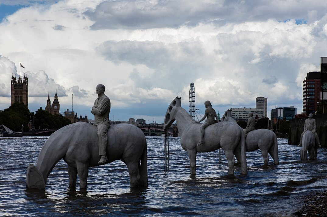sculture-cavalieri-cavalli-ambiente-industria-inquinamento-jason-decaires-taylor-7