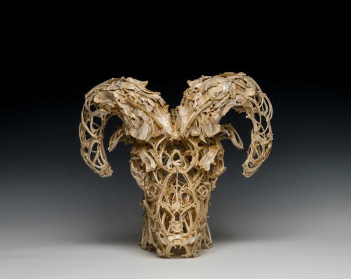 sculture-fatte-di-ossa-john-paul-azzopardi-5