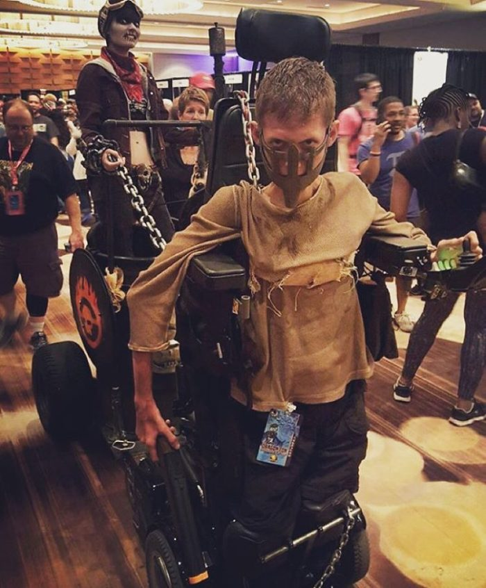 sedia-rotelle-mad-max-cosplay-ben-carpenter-disabile-7