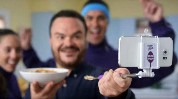 selfie-spoon-cucchiaio-stick-cinnamon-toast-crunch-3