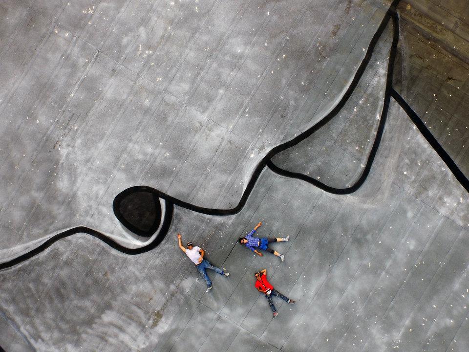 street-art-murale-gigantesco-tetto-norvegia-nuart-ella-pitr-3