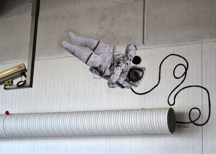 street-art-parigi-charles-leval-levalet-08