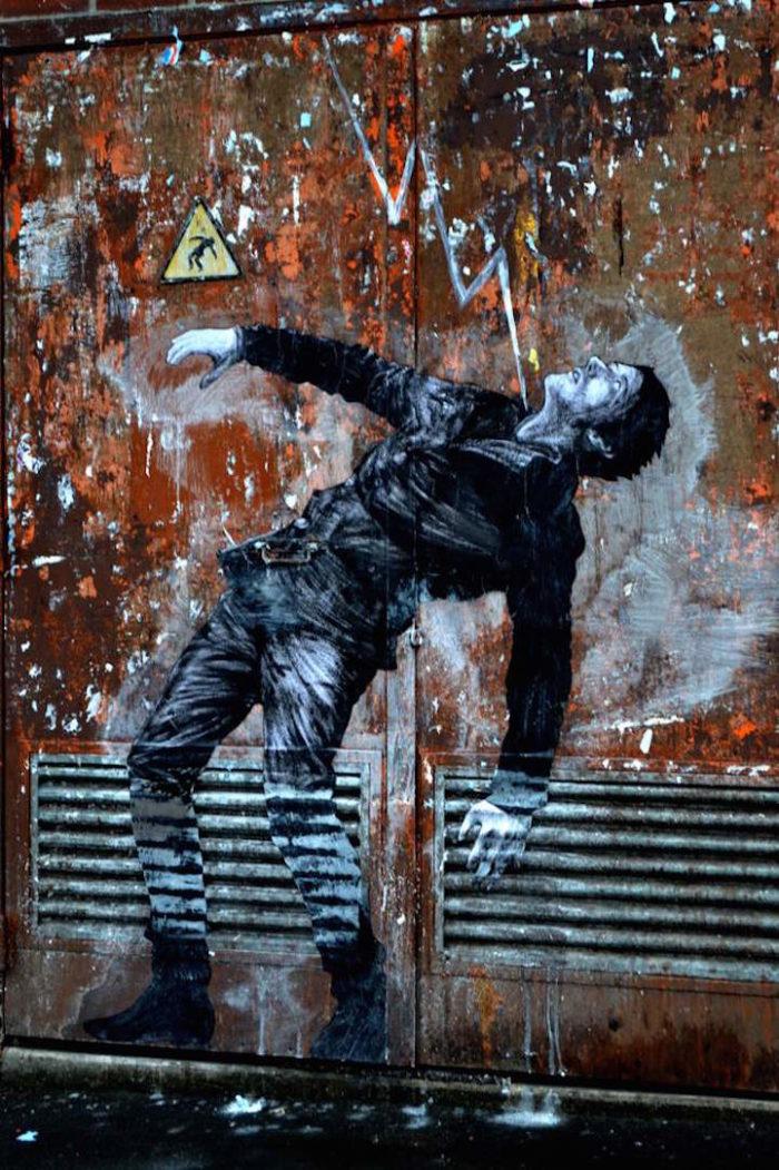 street-art-parigi-charles-leval-levalet-12