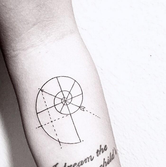 tatuaggi-eleganti-minimalisti-piante-animali-surreali-caitlin-thomas-lucidlines-01