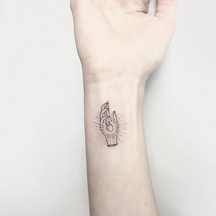 tatuaggi-eleganti-minimalisti-piante-animali-surreali-caitlin-thomas-lucidlines-03