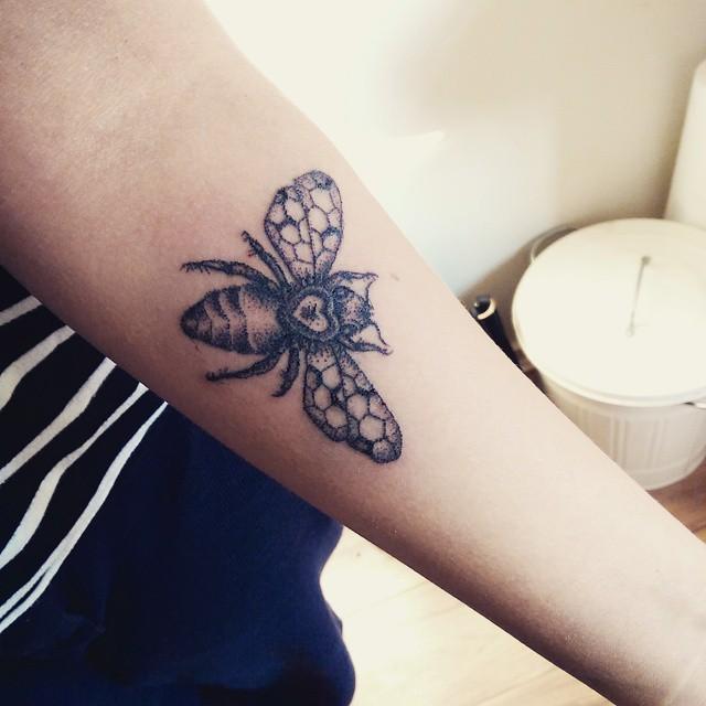 tatuaggi-un-solo-ago-metodo-tradizionale-meno-doloroso-sarah-march-06