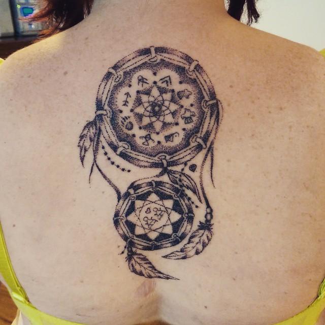 tatuaggi-un-solo-ago-metodo-tradizionale-meno-doloroso-sarah-march-08