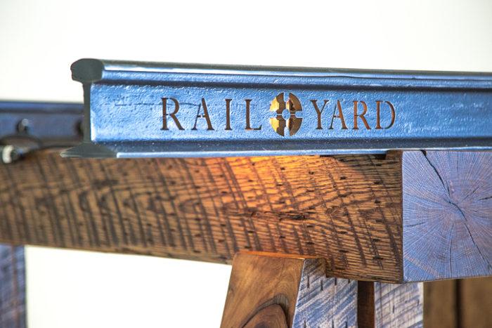 tavolo-ping-pong-rotaie-treno-traversine-legno-rail-yard-studios-4