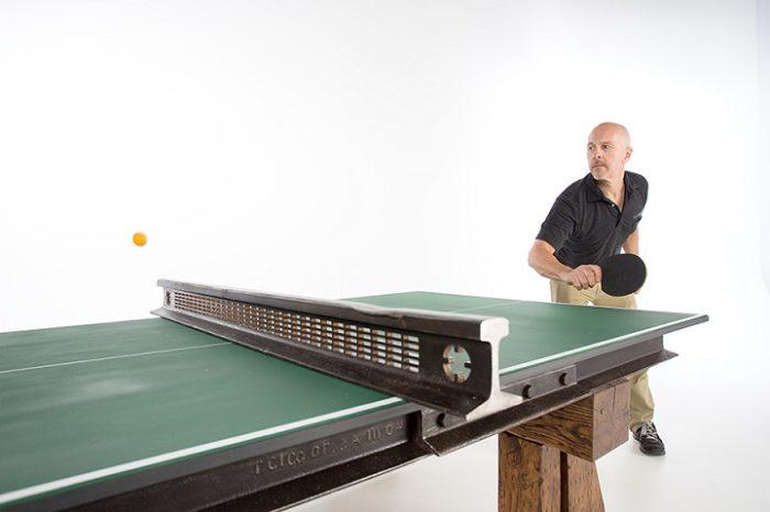 tavolo-ping-pong-rotaie-treno-traversine-legno-rail-yard-studios-6