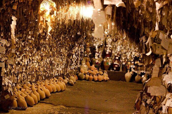terracotte-ceramiche-grotta-ciocche-capelli-donne-avanos-galip-korukcu-02