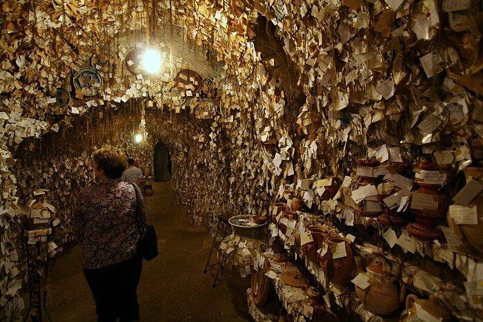 terracotte-ceramiche-grotta-ciocche-capelli-donne-avanos-galip-korukcu-05