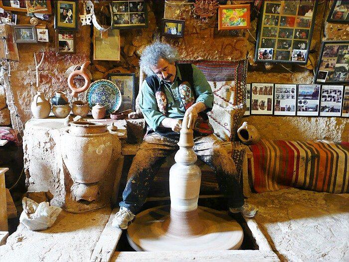 terracotte-ceramiche-grotta-ciocche-capelli-donne-avanos-galip-korukcu-09