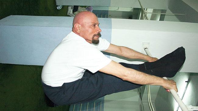 uomo-95-anni-yoga-dieta-giovinezza-kazim-2