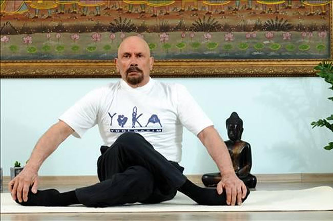 uomo-95-anni-yoga-dieta-giovinezza-kazim-3