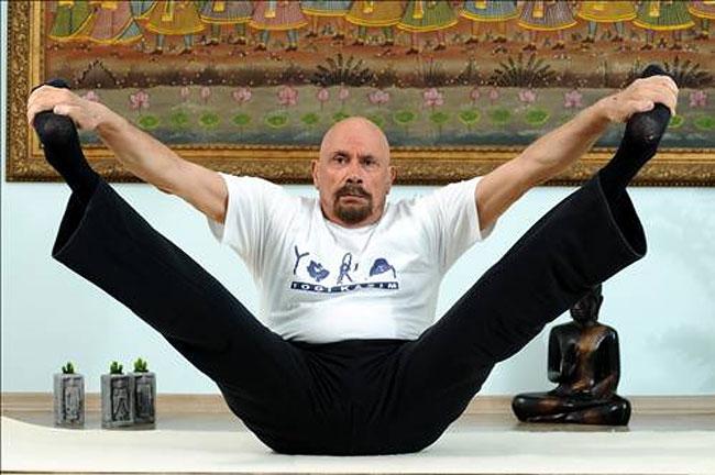 uomo-95-anni-yoga-dieta-giovinezza-kazim-4