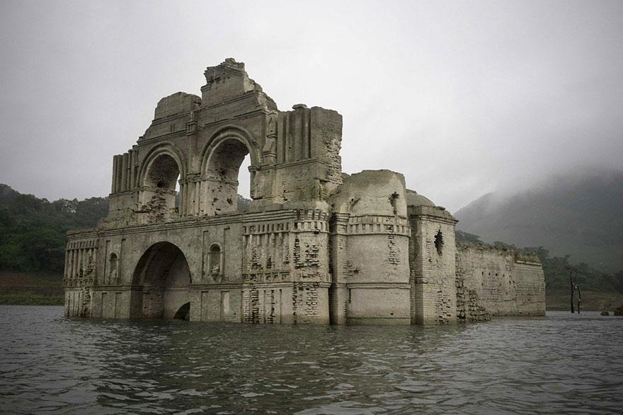 chiesa-coloniale-emerge-acqua-diga-tempio-santiago-messico-1