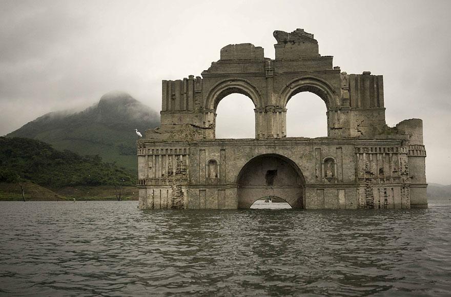 chiesa-coloniale-emerge-acqua-diga-tempio-santiago-messico-3