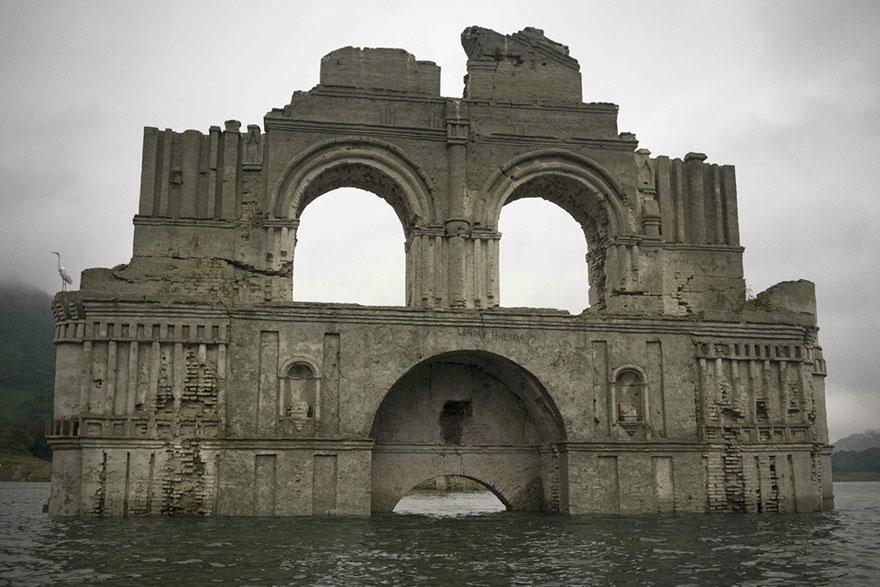 Una chiesa coloniale di 400 anni emerge dalle acque in for Tempio di santiago