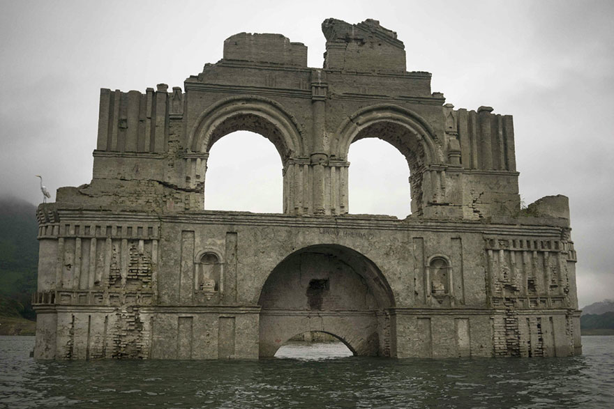 chiesa-coloniale-emerge-acqua-diga-tempio-santiago-messico-5