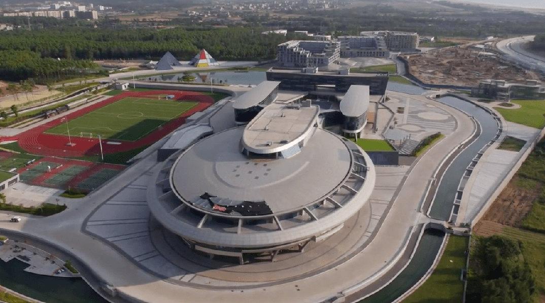 edificio-a-forma-di-nave-stellare-enterprise-star-trek-netdragon-2