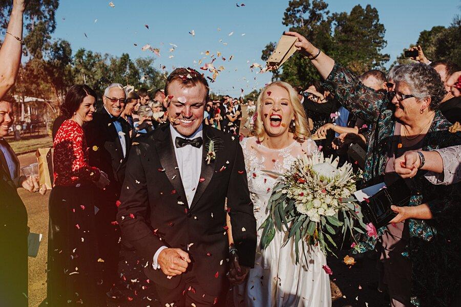 foto-matrimonio-virale-australia-terreni-aridi-beneficenza-edwina-robertson-03