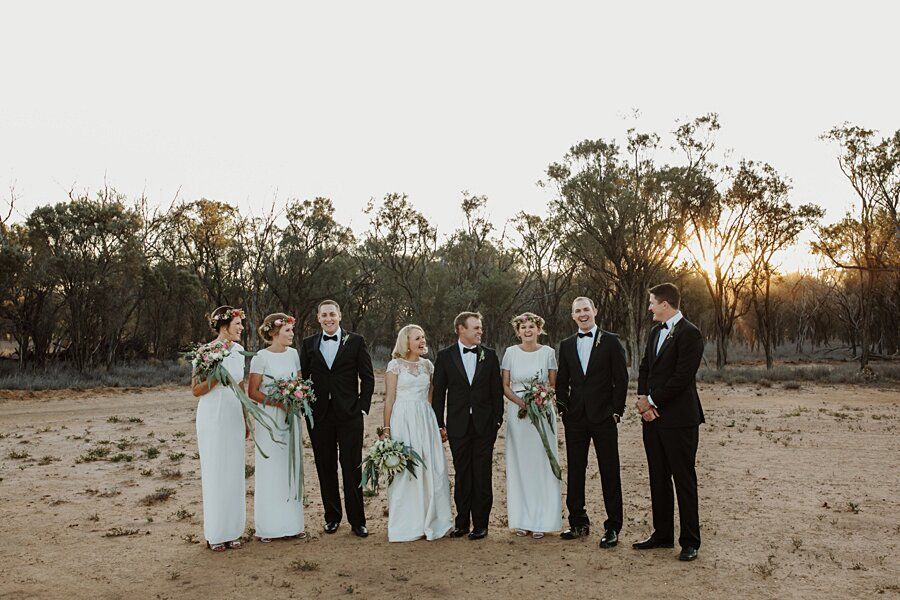 foto-matrimonio-virale-australia-terreni-aridi-beneficenza-edwina-robertson-04