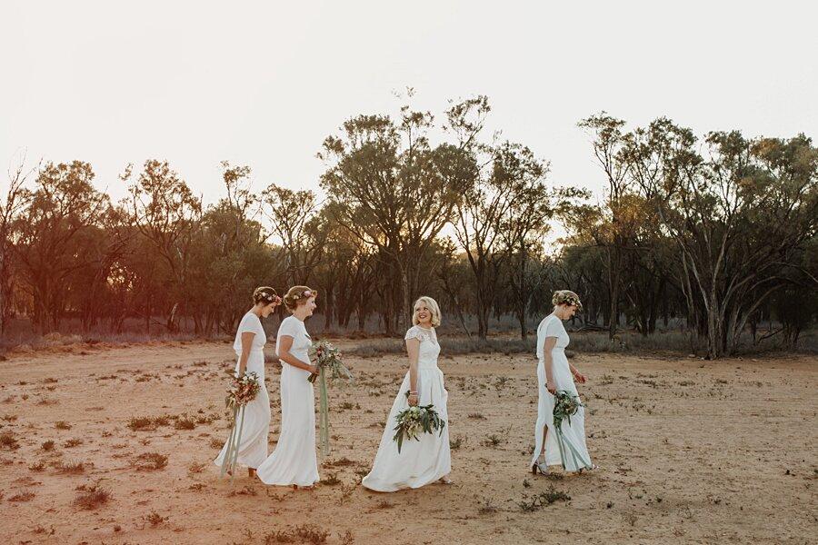 foto-matrimonio-virale-australia-terreni-aridi-beneficenza-edwina-robertson-05